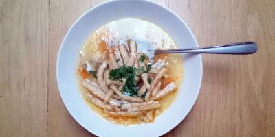 Kuřecí polévka scelestýnskými nudlemi