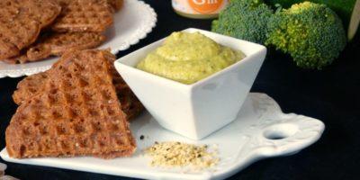 Brokolicová pomazánka spohankovými vaflemi akonopným semínkem